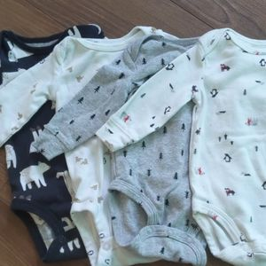 👶Lot of 4 winter themed long sleeved onesies